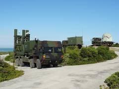 IRIS-T SLM cu varianta terestra a CEAFAR in planul departat - Sursa: Diehl