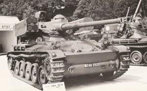 AMX-13 cu lansatoare HOT - Sursa: beyondthesprues.com