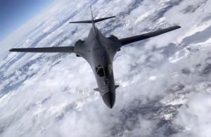 Pentru ca B-1B e unul din cele mai frumoase avioane proiectate vreodata - Sursa: US Air Force, Master Sgt. Lance Cheun